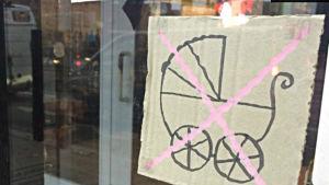 Förbudskylt för barnvagnar.