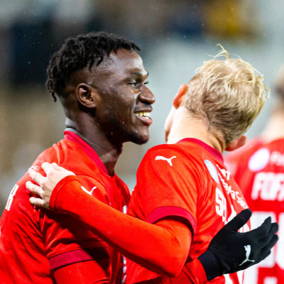 HIFK jublar efter mål.
