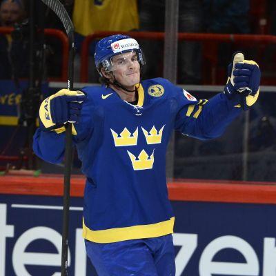 Loui Eriksson jublar över ett mål i VM-semifinalen 2013.