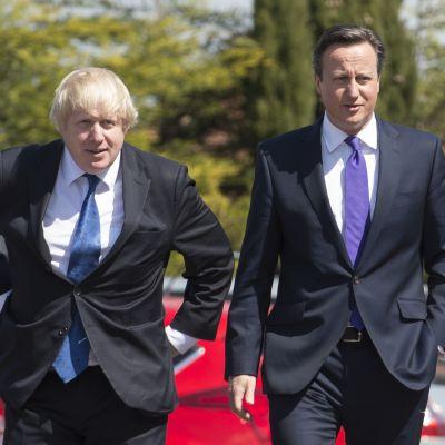 Boris Johnson ja David Cameron ovat Etonin eliittikoulun kasvatteja.