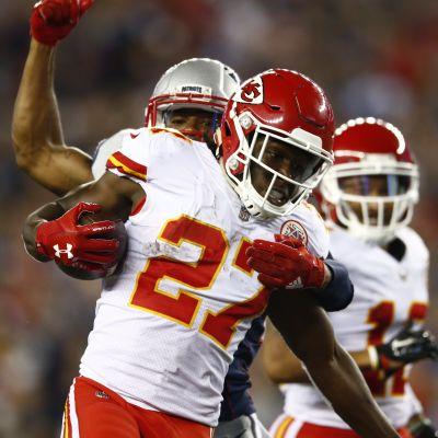 Kansas Cityn Kareem Hunt on juuri tehnyt touchdownin.