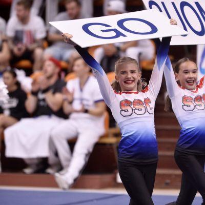 Spirit Shakin' Cheerleaders.