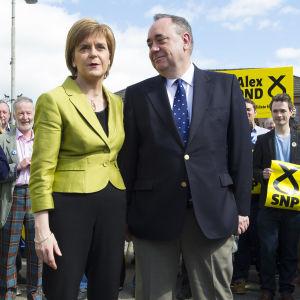 Nicola Sturgeon och Alex Salmond som för kampanj tillsammans för SNP 2015