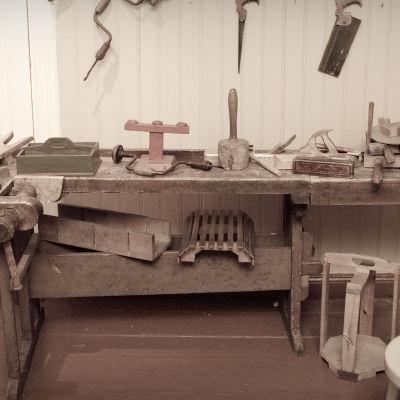 En gammal hyvelbänk