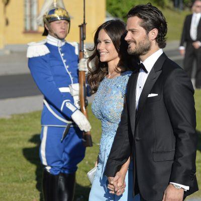 Ruotsin prinssi Carl Philip ja Sofia Hellqvist saapuivat SKeppsholmenin-saarelle Tukholmassa.