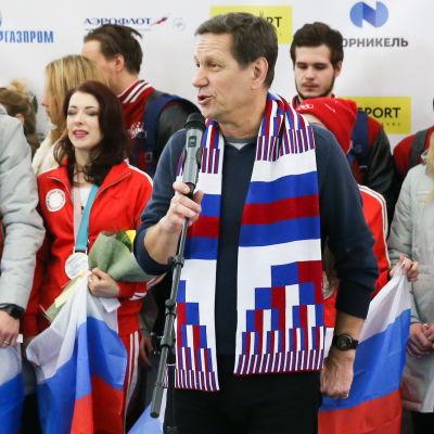 Aleksander Zhukov tar emot ryska idrottare efter OS 2018.