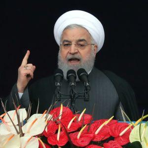 Irans president Hassan Rouhani försäkrade att Iran inte kommer att låta sig besegras av USA