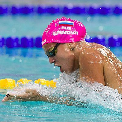 Simmare under tävling.