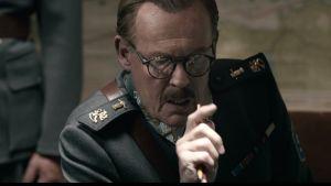 Dick Idman spelar Mannerheim.