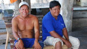 Lau Lam-kwai och hans pappa är rädda för att trålare från det övriga Kina igen ska börja fiska olagligt på Hongkongs vatten. Pappan förlorade sitt levebröd på grund av olagligheterna.