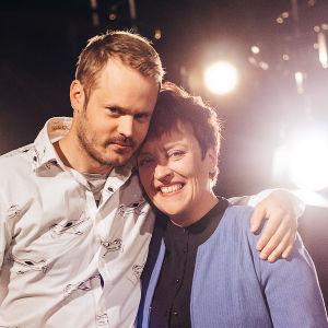 Dan Granqvist och Carola Sarén tävlar i På resande not