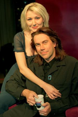 Maria Guzenina ja Mikko Kuustonen Linnunradan pianobaari -ohjelmassa 1998.