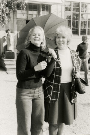 Eveliina Pokela ja Meri Louhos 1970-luvun vaihteessa.