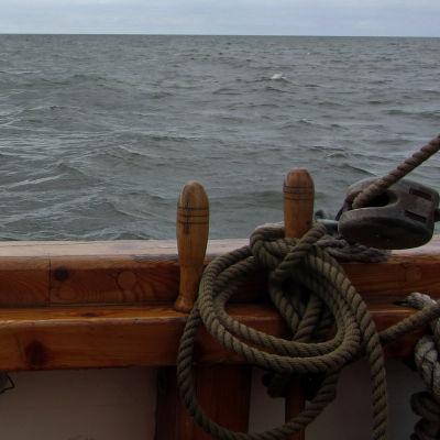 Synkänharmaa meri