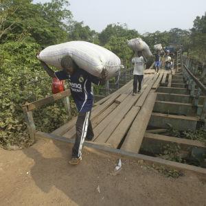arbetare på kakaoodling