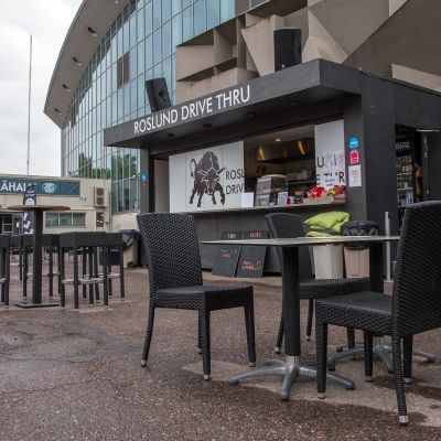 Ravintolaterassi Helsingin jäähallin kupeessa.