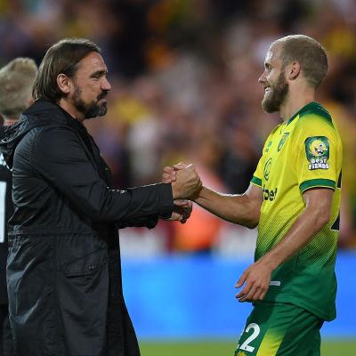 Norwichs tränare Daniel Farke och Teemu Pukki efter matchen mot Manchester City.