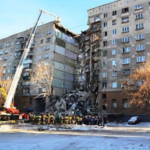 Höghus i Magnitogorsk delvis raserat efter gasexplosion.
