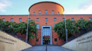 Entrén till Stockholms stadsbibliotek.
