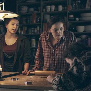 Ca, Ulrika och Anita i dramaserien Lola uppochner