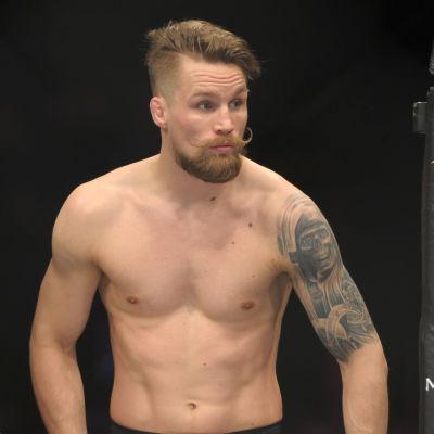 Teemu Packalén i UFC-ringen.