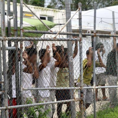Australiaan pyrkiviä turvapaikanhakijoita Manusin saarella Papua-Uudessa-Guineassa 21.3.2014.