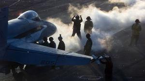 Hangarfartyget Carl Vinson har den här veckan deltagit i militärövningar i Sydkinesiska havet