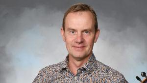 Mikael Fröjdö som är rektor i Zakariasskolan i Nykarleby