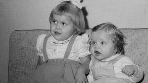 Sören Lillkung som bebis tillsammans med sin syster Åsa.