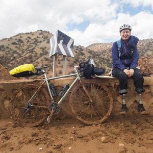 Kaisa Leka pyörämatkalla Marokossa.