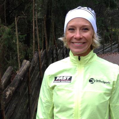 Maratonlöparen Anne-Mari Hyryläinen i Sportmagasinet oktober 2015