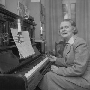 Säveltäjä Helvi Leiviskä n. vuonna 1950.