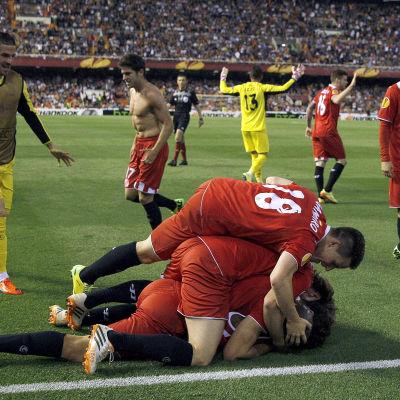 Sevilla firar ett mål