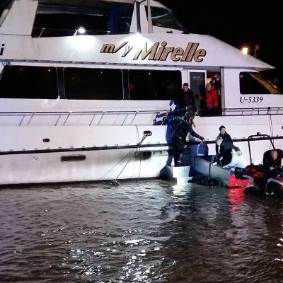 Räddningsverket evakuerar damer som fastnade på Mirelle
