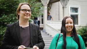 Heidi Roth ja Harri Haanpää Dekkarit-festivaaleilla Varkauden klubin edustalla.