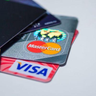 Maksukortteja (Visa, Master Card)