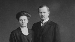 Johannes Jääskeläinen hörde till de arkebuserade trots att att han var vit.Här tillsammans med sin hustru Karin