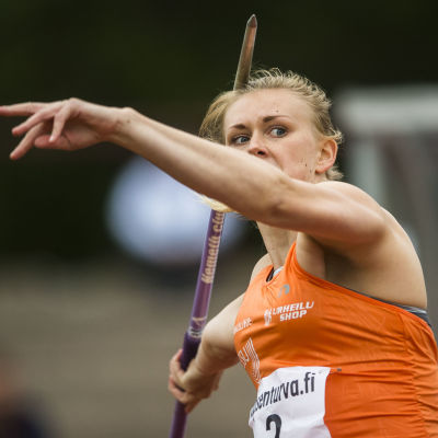 Jenni Kangas kastar spjut vid Kalevaspelen i Björneborg 2015.