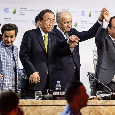 195 valtiota hyväksyi ilmastosopimuksen Pariisissa 12. joulukuuta.