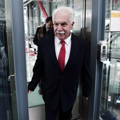 Turkkilaispoliitikko Dogu Berincek saapui Euroopan ihmisoikeustuomioistuimen tiloihin Strasbourgissa 15. lokakuuta