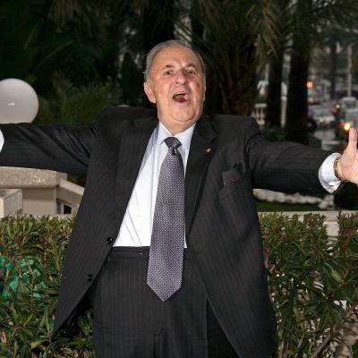 Italialainen tenori Carlo Bergonzi poseeraa valokuvaajalle Cannesissa tammikuussa 2009.