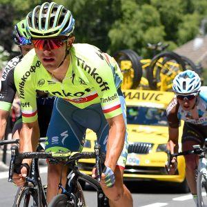 Tre landsvägscyklister under Tour de France.