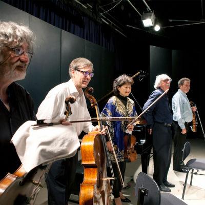 """Kuhmon konkarit"" kiittävät (Vladimir Mendelssohn, Seppo Kimanen, Yoshiko Arai, Konstantin Bogino ja Pavel Vernikov, 2016)."