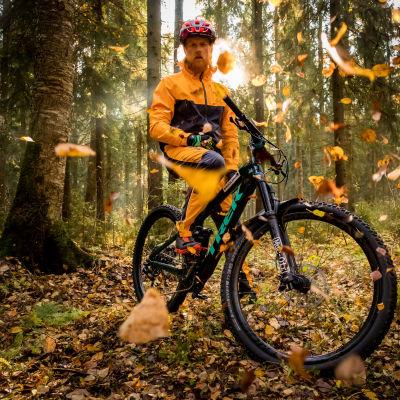 Tom Nylund gillar att röra sig i skog och mark.