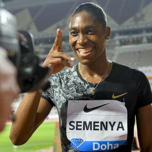 Caster Semenya poserar glatt.