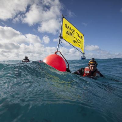 Greenpeace demonstrerar för arktis utan olja.