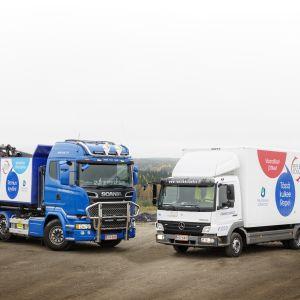 Kierrätystavaroiden keräysautot Repe ja Romu