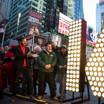 Vuoden 2016 vastaanoton valmistelut on aloitettu New Yorkin Times Squarella.