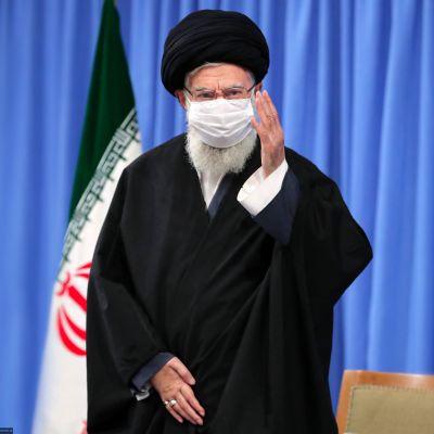 Irans högsta ledare Ayatollah Ali Khamenei inklädd munskydd framträdde 16.12.2020