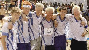Juha Sorvisto, Jani Myllärinen, Tuomas Tervo, Jörgen Wickholm, Juha-Matti Huhtanen och Mårten Boström under junior-VM 2002.